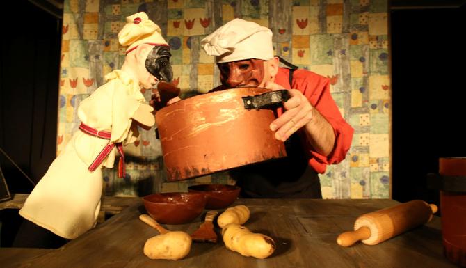 """Für Lustige ab 4 ist das Stück """"Der Koch, eine Wurst und das verrückte Huhn"""" des Babelart Theaters gedacht (14.3. um 14.30 und 16.00 Uhr in der Lienzer Musikschule)."""