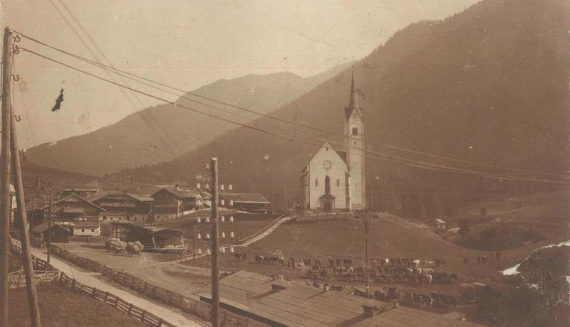 Das Bild zeigt das Militärlager, das am Trojer Feld errichtet wurde