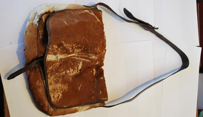 Auch diese Feldtasche war an der Gebirgsfront im Einsatz und ist als Exponat in der Ausstellung zu sehen.