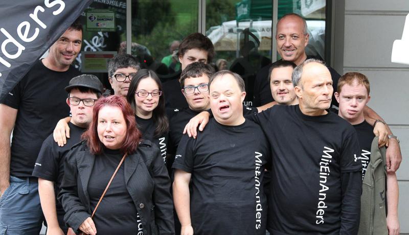 """Die MusikerInnen der Rockband """"MitEinAnders"""" zeigen, wie viel Fröhlichkeit Menschen mit Handicap mit ihrer Musik verbreiten können."""