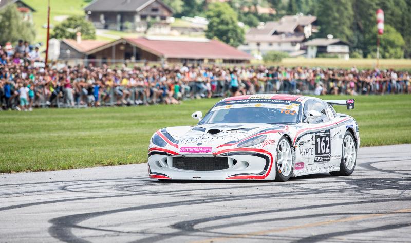 69 Motorsportler flitzten am Freitag, 15. August 2015, mit ihren Boliden beim Viertelmeilerennen des MSC Dölsach über die Landebahn des Nikolsdorfer Flugplatzes.