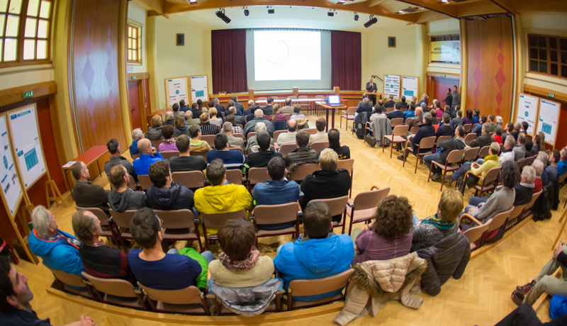 Großes Interesse an den Entwicklungsperspektiven Vorderes Iseltal am Abend des 26.1. im Gemeindesaal Ainet. Foto: Brunner Images