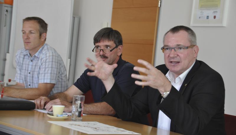 """LR Mag. Johannes Tratter: """"Ich sehe auch in Gemeindekooperationen gute Möglichkeiten, um die Daseinsvorsorge zu verbessern. Gemeinsame Bauhöfe funktionieren zum Beispiel jetzt schon vielerorts ausgezeichnet."""""""