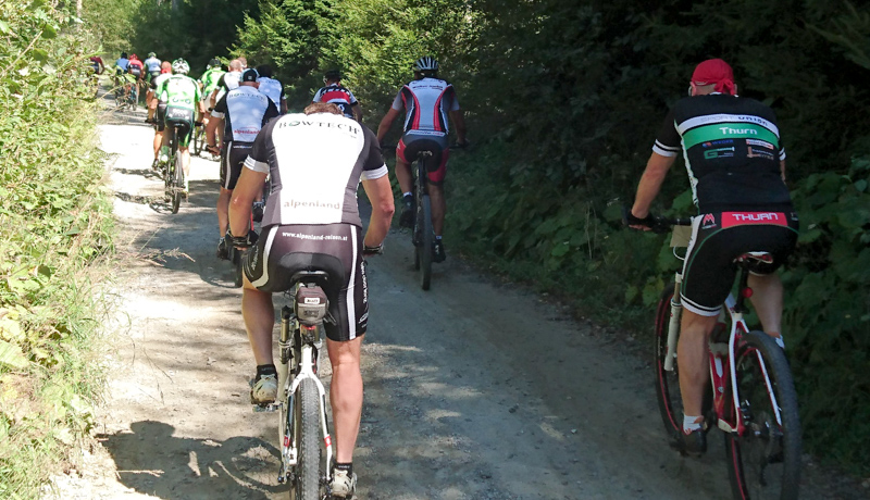 Die Biker kurz nach dem Start