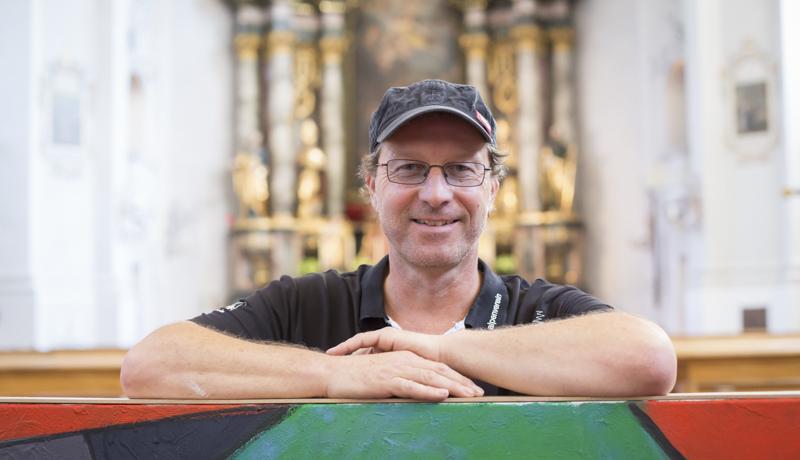 """Othmar Trost hat erst Ende August die Ausstellung """"Von und zu Gott"""" in der Matreier Pfarrkirche St. Alban abgeschlossen. Auf der """"Berliner Liste"""" ausstellen zu dürfen, bezeichnet er als """"erarbeitetes Glück"""" und als """"wichtige Stufe in einem jahrzehntelangen Entwicklungsprozess""""."""