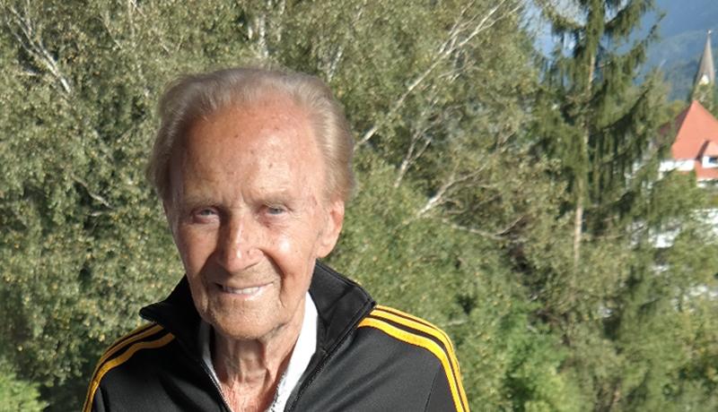 Auch der 95-jährige Lienzer Max Steinhauser lief die gesamte Strecke vom Kitzbüheler Hauptplatz bis zum Fernsehturm am Horn.