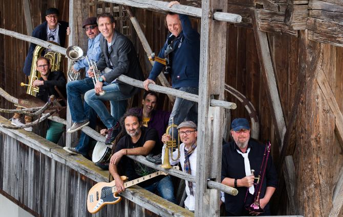 Die Anras Brass Sessionband sorgt im Kultursaal Tristach für coolen Sound.