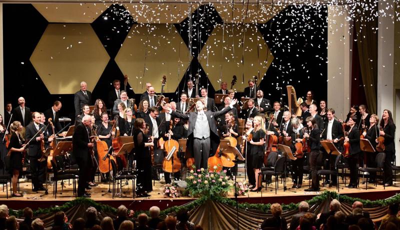 Beim Neujahrkonzert des Stadtorchesters Lienz steht Gerald Mair am Dirigentenpult.