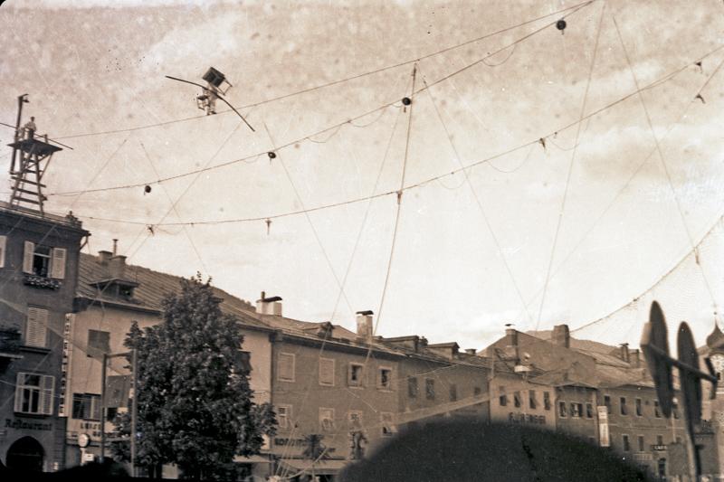 Hauptplatz-Attraktion, Sommer 1937 (Fotograf: Johann Gasser; Sammlung Michael Gasser - TAP)