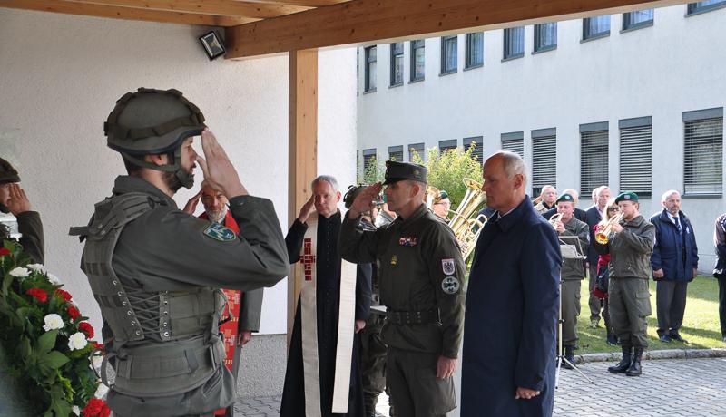 v.l.n.r.: Pfarrer DI Mag. Hans Hecht, Dechant MMag. Herbert Burgstaller, BatKdt. Oberst Bernd Rott, BH-Stv. Dr. Karl Lamp