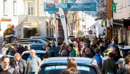 Gut besuchter Open-Air-Autosalon am 24.3. im Herzen der Osttiroler Bezirkshauptstadt. Einen Tag vorher standen auf dem Lienzer Hauptplatz die besten Nutz- und Elektrofahrzeuge im Mittelpunkt des Interesses.