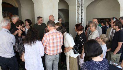 Reger Publikumsandrang bei der Präsentation-c-Museum Schloss Bruck Elisa De Gaetani