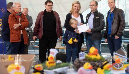 29.09.2018, Oesterreich, Lienz, Borg Areal, Entenaktion, Im Bild die Gewinner des 1. Platzes - Brunner Images 2018, Foto: Brunner Images / Philipp Brunner