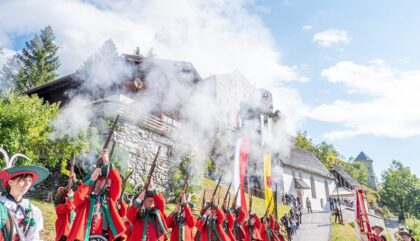 12 Eröffnung Burg Heinfels Schützensalve_c_Martin Bürgler